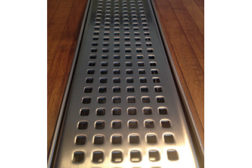 Drain with grate pattern